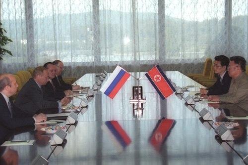 Vladimir Putin with Kim Jong-Il-7