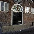 Voorgevel, overzicht ingangspartij met bovenlicht - Schiedam - 20342579 - RCE.jpg