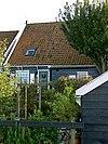 foto van Houten huis met eenvoudige topgevels