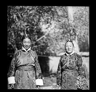 Dogan Penjor Rabgye - Surkhang Wangchen Gelek (left) and Dogan Penjor Rabgye (right) in a garden, 1950.