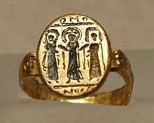 Byzantine Wedding Ring Depicting Christ Uniting The Bride And Groom 7th Century Nielloed Gold Musée Du Louvre