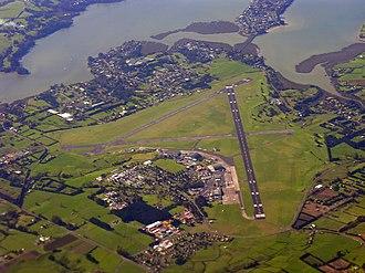 RNZAF Base Auckland - Maori:Te kotahitanga o ngaa maahanga English:The unification of the twins