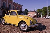 Yellow Beetle (14250691582).jpg