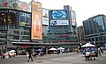 Yonge-Dundas Square, Toronto, Canadá (5972148950).jpg