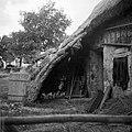 """""""Paža"""" pred vrati štale (hleva), pri Tomaževih, Ritomeče 1955 (2).jpg"""