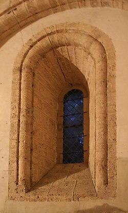 Église Saint-André-d'Hébertot - fenêtre chœur.jpg