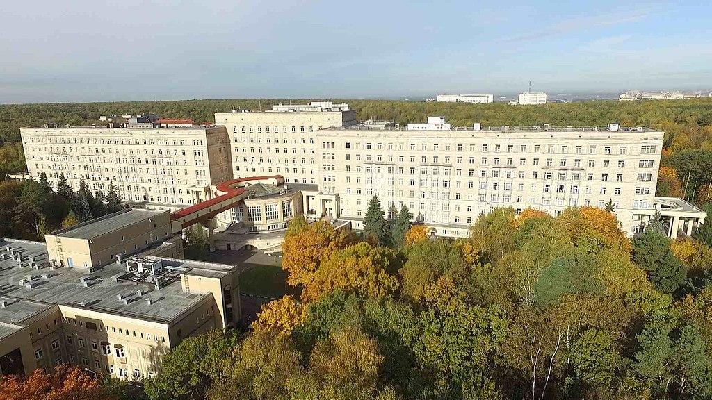 Главный и хирургический корпуса ЦКБ.jpg