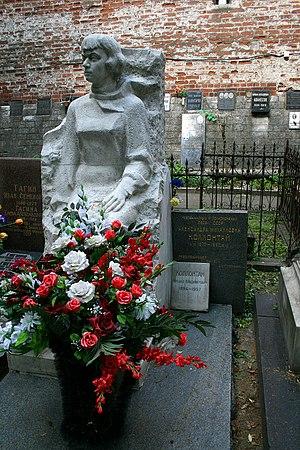 Alexandra Kollontai - Aleksandra Kollontai's tomb at Novodevichy Cemetery