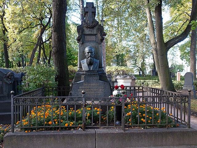 Памятник на могиле Ф.М.Достоевского.