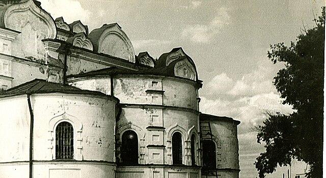 Церковь, построенная в селе Сура о. Иоанном Кронштадтским. Фото 1986г.