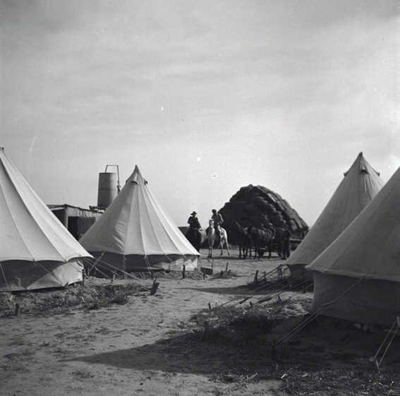 במחנה של בארות יצחק-JNF000663.jpeg