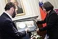 02.23 總統接見薩爾瓦多市市長,從市長手中接下贈禮 (32247961133).jpg