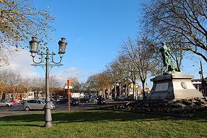 Cuesmes - Image: 0 Cuemes Place de Cuesmes, monument aux morts