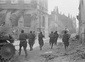 Soviet soldiers advance through the streets of Jelgava; summer 1944 19440816 soviet soldiers attack jelgava.jpg