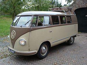 Volkswagen Transporter - Image: 1952 VW Barndoor brown back