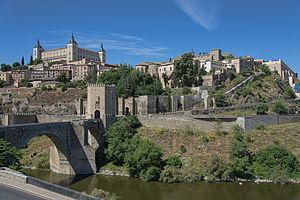 Puente de Alcántara - View of the Puente of Alcántara (left) from the east