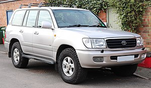 2001 Toyota Land Cruiser Amazon GX TDA 4.2 facelift Front.jpg
