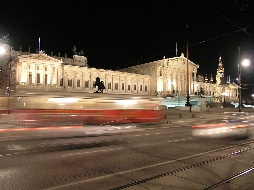 2006-03-03 Parlament mit Straßenbahn