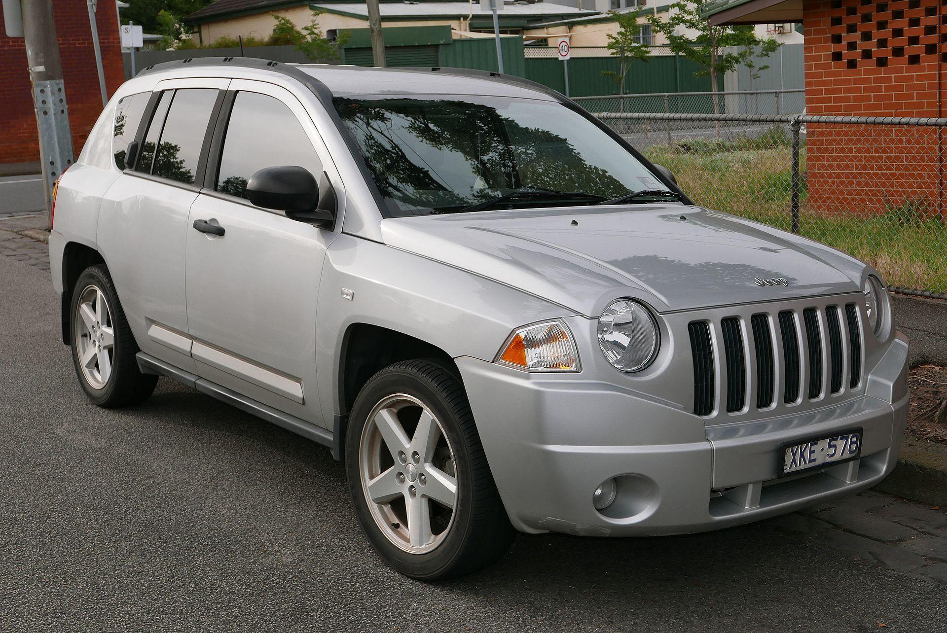 2008 Jeep Compass (MK MY08) Limited 2.4 wagon (2015-11-11) 01.jpg