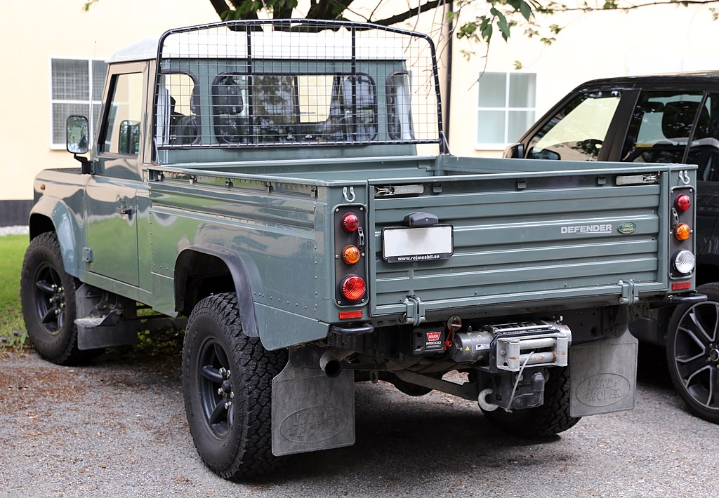 english 2009 land rover defender 110 pickup with the 2 4. Black Bedroom Furniture Sets. Home Design Ideas