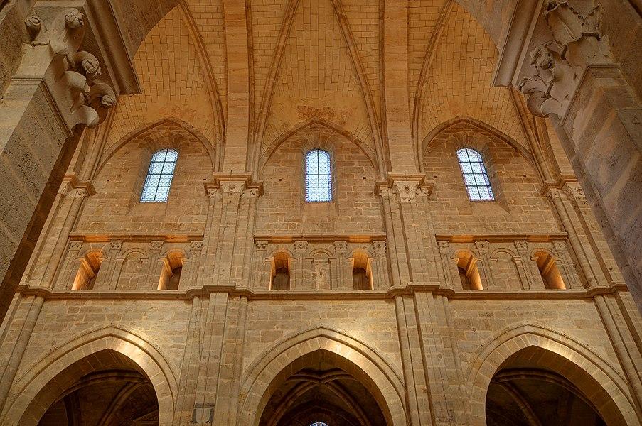 This file was uploaded  with Commonist.         This photograph was taken with a Nikon D300.    Cathédrale Saint-Mammès de Langres: intérieur (HDR).
