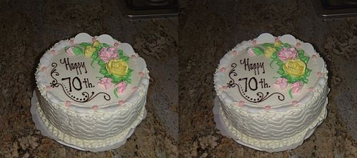 Closeup stereo of a cake. Taken by backing off several feet and then zooming in.