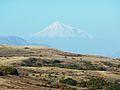 446 Paysage près du sommet du col du Vorotan. A l'arrière-plan, le mont Ararat.JPG