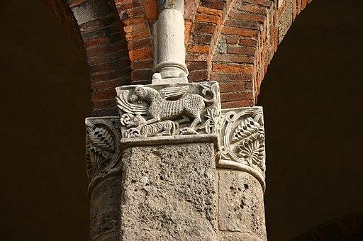 9972 - Milano - Sant'Ambrogio - Cortile - Capitello - Foto Giovanni Dall'Orto 25-Apr-2007