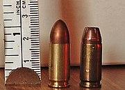Armas de Hellsing 180px-9mmLuger