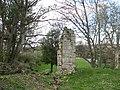 A broken arch - geograph.org.uk - 1220993.jpg