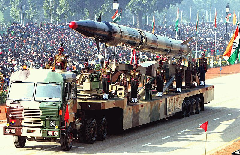 http://upload.wikimedia.org/wikipedia/commons/thumb/9/96/Agni-II_missile_(Republic_Day_Parade_2004).jpeg/800px-Agni-II_missile_(Republic_Day_Parade_2004).jpeg