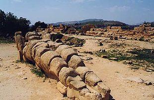 Resto di un telamone situato nel campo dell'Olympeion