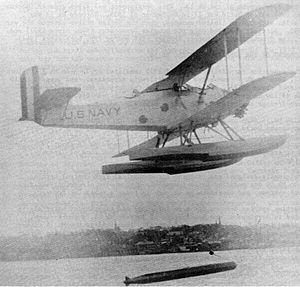 Bliss-Leavitt Mark 7 torpedo - Mark 7 being dropped by a DT-2 torpedo plane during trials in the mid-1920s