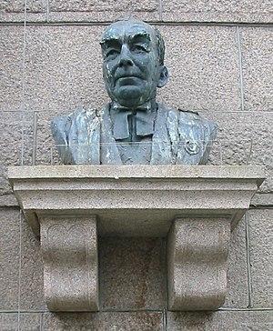 Alexander Coutanche, Baron Coutanche - Image: Alexander Coutanche bust