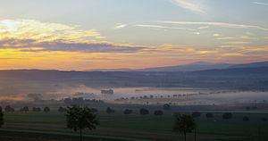 Deutsch: Morgennebel im Ambergau, Landkreis Hi...