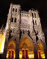 Amiens Cathedral facade by night.jpg