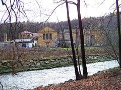 Andělská Hora, továrna čp. 116, přes Nisu (01).jpg