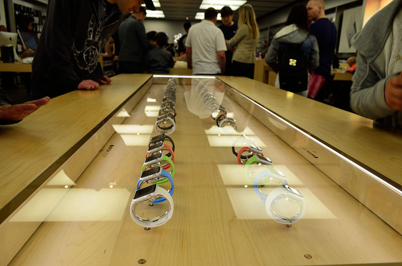 File:AppleWatchAppleStore2.jpg