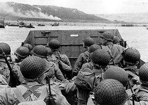 Pasukan sekutu menuju Pantai Omaha.