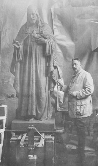 August Falise - August Falise with one of his statues