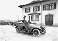 Automobil auf dem Hof des Zeughauses Lyss - CH-BAR - 3240334.tif