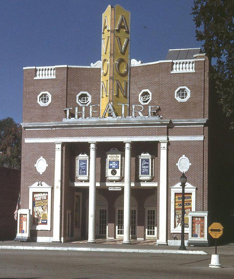 Avon Theatre Stamford 1954 cropped.jpg