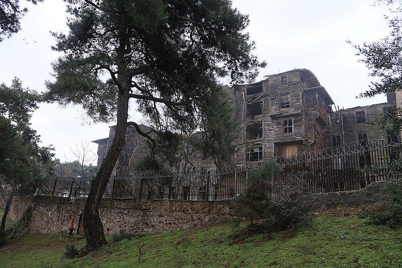 File:Büyükada Rum Yetimhanesi (Old Greek Orphanage), Istanbul 3.jpg