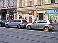 Bělehradská, auta s botičkami.jpg