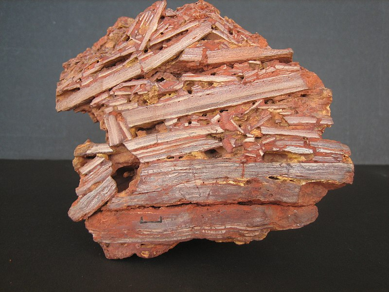 File:Bauxite specimen with relict stratification. 006.jpg
