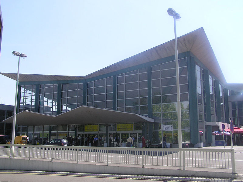 Srbija 800px-Beg-terminal1