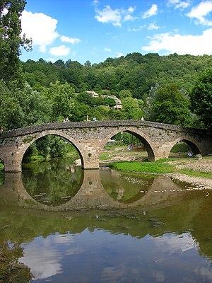Aveyron (river) - 15th-century bridge at Belcastel