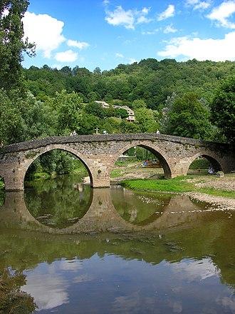 Belcastel, Aveyron - Image: Belcastel (Aveyron) pont