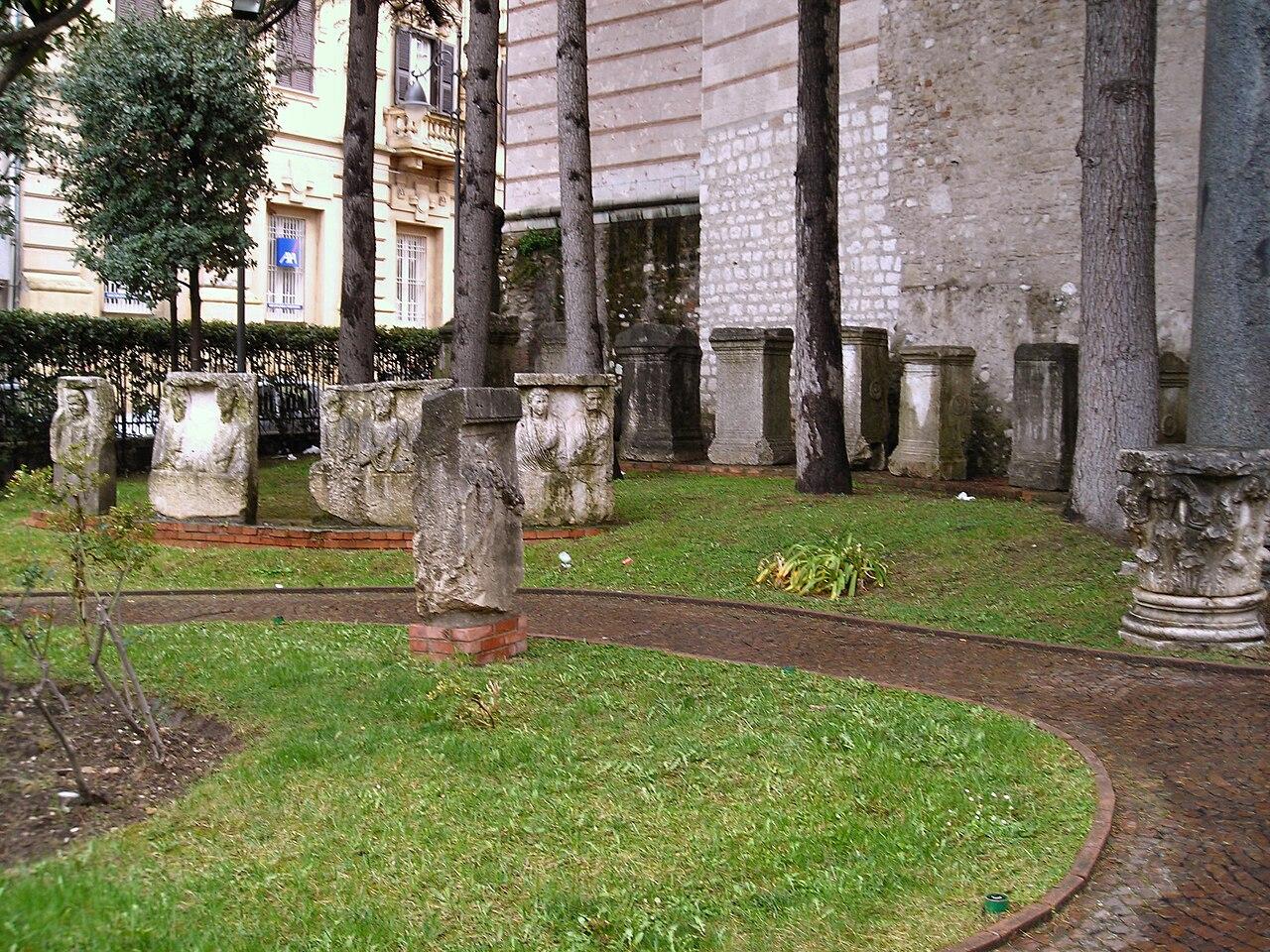 Benevento-Museo del Sannio-lapidario.jpg