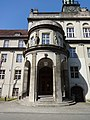 Berlin-Plänterwald Rathaus Treptow Eingangsportal.JPG